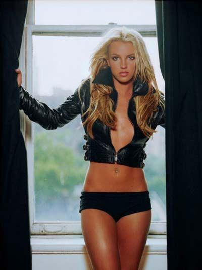Britney Spears  Birkaç ay önce onun da bir seks kaseti olduğu haberi magazin gündemine bomba gibi düştü. Bu görüntüler halen internette dolaşıyor, ancak görüntüleri kimin çektiği ve Britney'in kiminle birlikte olduğu belli değil.